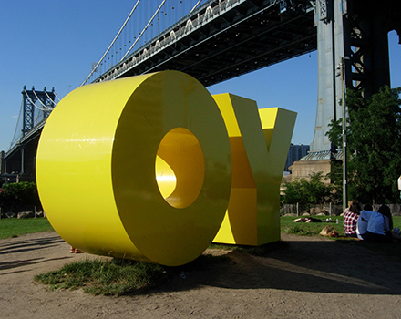 Deborah Kass, OY/YO, 2015, 8 x 17 x 5 ft., yellow painted aluminum, Brooklyn Bridge Park, Brooklyn, New York, commissioned by Two Trees Management Co. Photograph ©2016 Janice Carapellucci.
